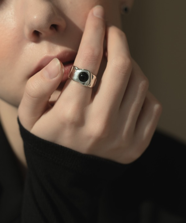 Melting Onyx ring (silver)